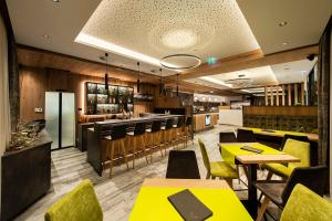 A restaurant or other place to eat at Hotel Modern Mountain