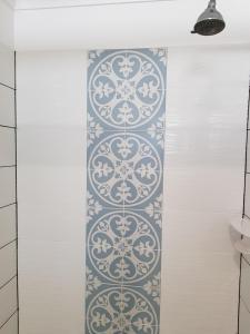A bathroom at Town House Motor Inn Young