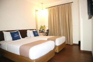 A bed or beds in a room at Hotel Dafam Pekalongan