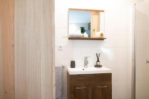 A bathroom at Eindhoven Inn
