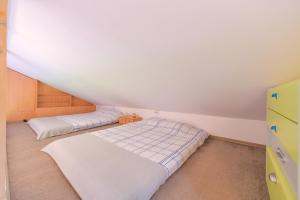 A bed or beds in a room at Happy Place - Casuta Galbena