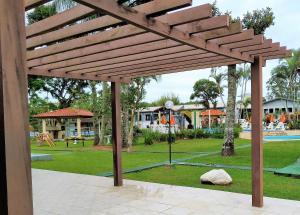 Jardín al aire libre en Chalé Ponta das Canas