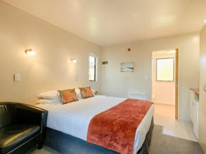 A bed or beds in a room at Bella Vista Motel Greymouth