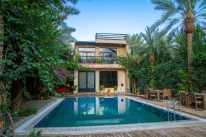 A piscina localizada em Ramakh Resort ou nos arredores