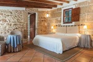 A bed or beds in a room at Hotel Can Simo
