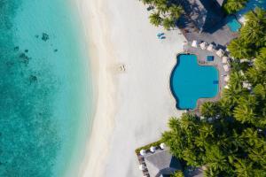 A bird's-eye view of Veligandu Island Resort & Spa