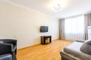 A television and/or entertainment center at Apartment on Obolonskaya Square 3