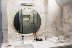 Ванная комната в Sharf Hotel