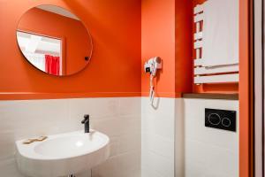 A bathroom at Hotel Archetype Etoile