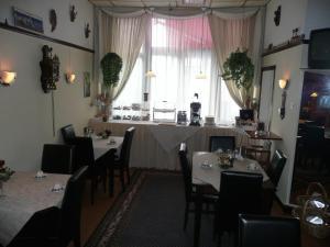 Restaurant ou autre lieu de restauration dans l'établissement Staten Hotel