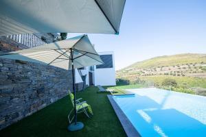 Uma vista da piscina em Casa Foz do Corgo - Moderna ou nas proximidades