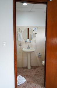 A bathroom at Hotel & Suites Arges - Centro Chetumal