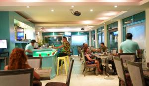 A restaurant or other place to eat at Hotel & Suites Arges - Centro Chetumal