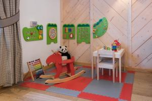 Children staying at Hotel Foluszowy Potok