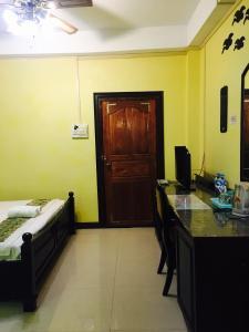 Télévision ou salle de divertissement dans l'établissement Thoulasith Guesthouse