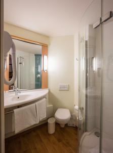 A bathroom at Ibis Constantine