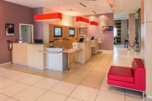 The lobby or reception area at Ibis Constantine