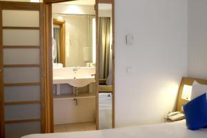 A bathroom at Novotel Constantine