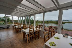 A restaurant or other place to eat at Dimmuborgir Guesthouse
