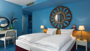 A bed or beds in a room at 25hours Hotel The Goldman