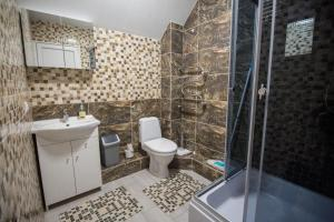 A bathroom at Birutės apartamentai