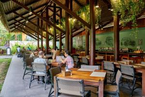 A restaurant or other place to eat at Avatar Railay - Adult Only