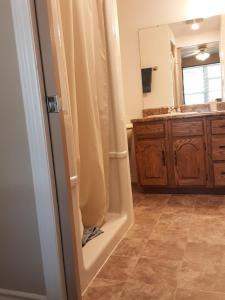 A bathroom at Trillium Bed & Breakfast