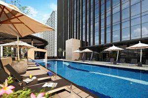 Der Swimmingpool an oder in der Nähe von Carlton City Hotel Singapore (SG Clean)