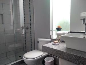 A bathroom at 3B Barranco's - Chic and Basic - B&B