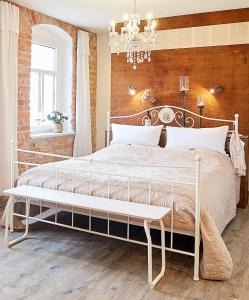 Ein Bett oder Betten in einem Zimmer der Unterkunft Strohhutmanufaktur