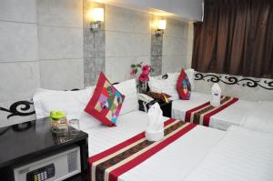 A bed or beds in a room at Pearl Premium Guest House(10/F)