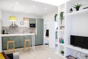 A kitchen or kitchenette at Maison de Leopardi
