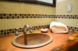 A bathroom at Hostal Antigua Tilcara