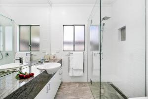 A bathroom at Arthurs Views