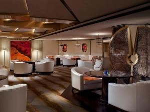 The lounge or bar area at The Ritz-Carlton Shanghai, Pudong