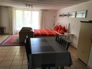 Ein Sitzbereich in der Unterkunft Chalet Murmeli