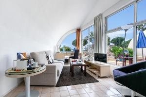Een zitgedeelte bij Hotel THe Risco Del Gato Suites