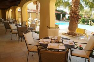 A restaurant or other place to eat at Hotel Villa Margherita