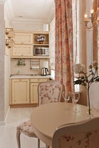Кухня или мини-кухня в Апарт-Отель Артепартс
