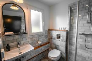 Salle de bains dans l'établissement Frost and Fire Hotel