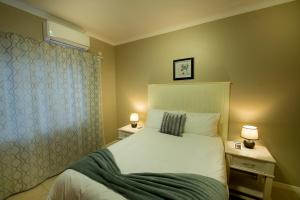 A bed or beds in a room at Brolly Apartments