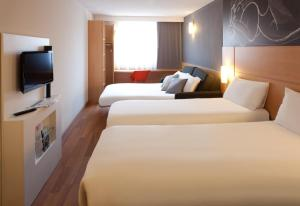 A bed or beds in a room at ibis Brighton City Centre - Station