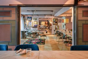 A restaurant or other place to eat at 25hours Hotel Terminus Nord