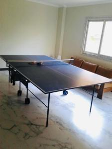 مرافق تنس الطاولة في The Mo Place El Montaza أو بالجوار
