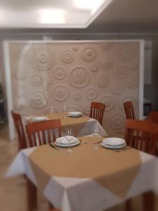 A restaurant or other place to eat at Hotel Monte Sirai