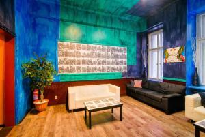 Ein Sitzbereich in der Unterkunft Best Spot Hostel