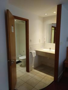 A bathroom at Ramada Cambridge