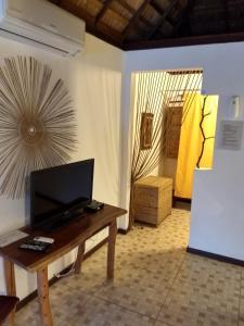 A television and/or entertainment center at Pousada Residencia Duna Paraiso