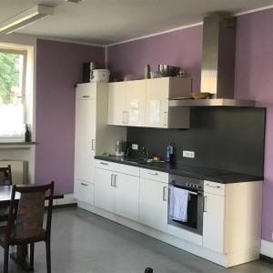 A kitchen or kitchenette at Gästehaus Sandra