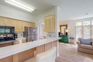 A kitchen or kitchenette at Windhaven Retreat